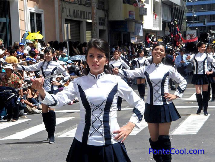 Hermosas bastoneras del Colegio La Inmaculada